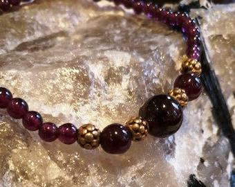 Elastic bracelet with extra quality garnet