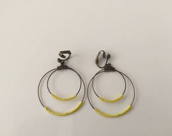 Double hoop earrings yellow beads