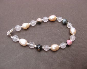 Bracelet with rhodonite, rose quartz and cultured pearl - 202