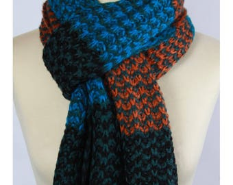 Very large mesh scarf