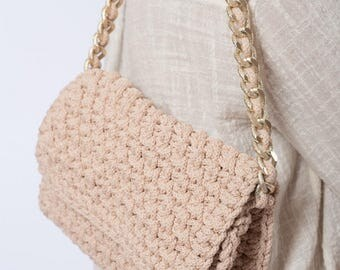 Crocheted  beige shoulder bag with chain