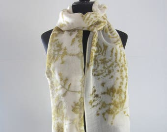 Wool scarf with ecoprint. F0028