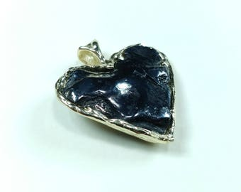 Heart made of Sikhote-Alin meteorite and 0,585 gold