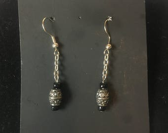Chain with sliver design bead with black accents beaded earrings.