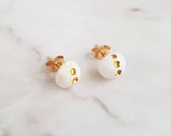 Earring posts studs Stella ceramic - Arctic white and gold