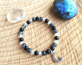 Women's bracelet in natural stones 6mm (Black Onyx), white crystal pearls and gray / green glass beads.
