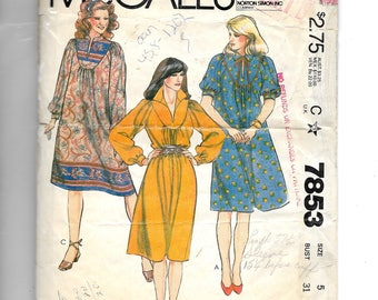 McCall's Misses' and Junior Petite Dress  Pattern 7853