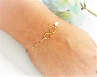 Infinity and Pearl Bracelet, Personalized Birthstone Bracelet, Gold or Silver or Rose Gold Infinity Jewelry / Bridesmaids Bracelet