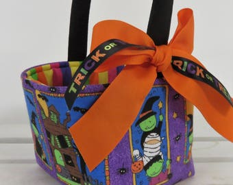 Mini Size - Halloween Trick Treat Candy Bag - Fabric Basket Bucket - Kids in Halloween Costumes - Personalized Name Tag Applique Available