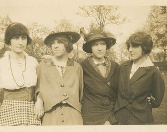 vintage photo 1917 Four Women Affectionate Linked as One