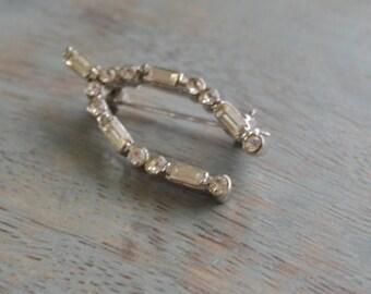Wish Bone Rhinestone Brooch, Vintage Pin, Good Luck Jewelry, Horse Shoe Pin, Something Old, Vintage Bride, Lapin du Printemps, Dainty Petite
