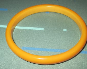 Vintage MOD 60s Butterscotch Golden Yellow Bakelite Bangle Bracelet