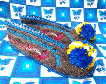 Greek Slippers Size 42 / UK8 / wool / leather / unisex / pompom