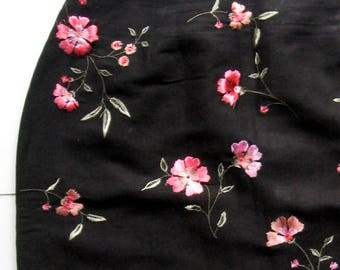 Vintage Black and Pink Embroidered Skirt - 1980's, Short skirt, Floral skirt, Summer skirt, Embroidery, Silk threads, pinks, Flowers