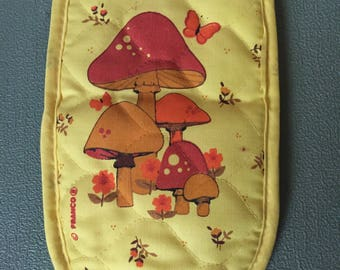 Vintage Yellow mushrooms pot holder as is
