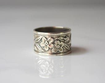 1940s Sterling Cigar Band Ring / Vintage 30s 40s Uncas Floral Wide Band Ring / 1930s Silver Ring