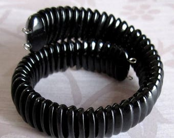 ON SALE- Handmade glass memory wire bracelet w vintage beads - j4903