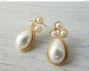 On Sale 40% off, Heidi Post Earrings, wedding bridal pearl posts, pearl studs