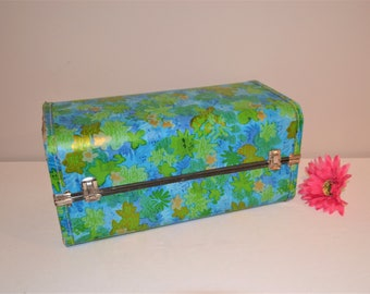 Vintage Case Groovy 1960's for Dolls / Cosmetics / Clothes / Etc.