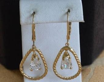 On sale Pretty Vintage Crystal Teardrop, Gold tone Lever back Dangle Pierced Earrings (K4)
