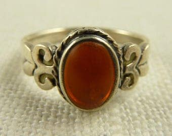 Size 7 Vintage Sterling Oval Amber Stone Ring