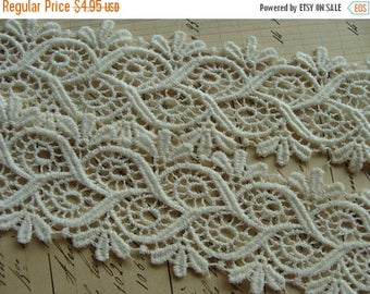ON SALE Vintage Ivory Venice Lace Trim