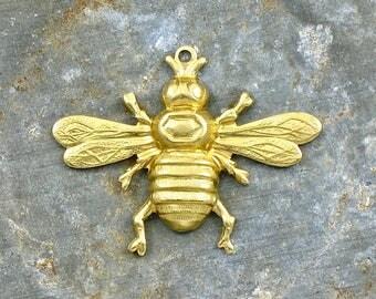 4 brass BEE jewelry pendants. 33mm x 25mm (T32)