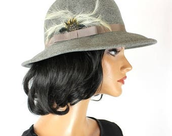 ON SALE Vintage Wool Hat 7 1/8 M 70s Heather Gray Felt White Feathers Wide Brim Floppy Free Us Shipping