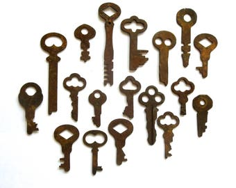 18 vintage keys Key collection Wholesale keys Lot of keys Odd keys Old keys Unusual keys Diy flat skeleton keys Real Authentic keys #3A