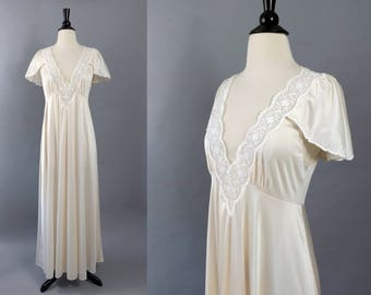 vintage 70s cream nightgown || 1970s Annique by Rosa Puleo Szule nylon nightie || embroidered lace capelet flutter sleeve gown || medium