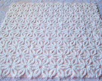"Vintage Chenille Bedspread Fabric White on Pink Hofmann Daisy  25"" x 25"""