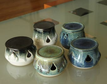 Garlic jar | Garlic Keeper | Garlic Holder, handmade by Jason Hooper Pottery
