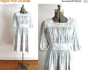 ON SALE 70s Boho Dress / 1970s Dress / 70s Light Floral Botanical Pastel Peasant Dress