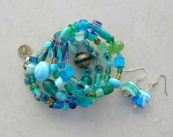 Terrific Turquoise Memory Wire Bracelet, Glass, Crystal, Turquoise, Gold, Ceramic, Lampwork Glass, Free Size, Earrings, by SandraDesigns