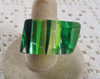 Vitnage Ring Striped Green Lucite Size 7