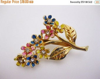ON SALE Pretty Vintage Enamel Floral Brooch Pin
