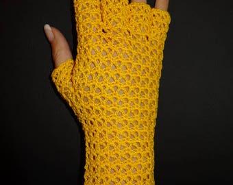 Aussergewöhnliche gehäkelte Halbfinger-Handschuhe in Gelb