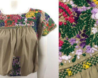 Vintage Embroidered Oaxacan Mexican Crop Top Floral Embroidery Peasant Hippie