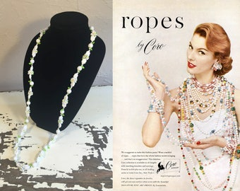 Wrapped About the Neckline - Vintage 1950s White Daisy Chain & Green Leaves Plastic Floral Necklace