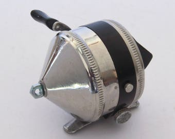 Vintage Made in USA Zebco 33 Spin Cast Fishing Reel