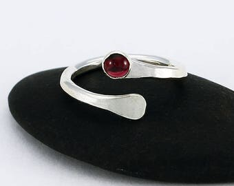 Size 6 Ring Wrap Style Handcrafted Sterling Silver and Garnet January Birthstone Contemporary Classic Artisan Jewelry Design 2778644912716