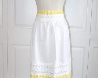 SALE 1950s Yellow Checkered Hostess Apron . Vintage 50s 60s White Lace Dotted Swiss & Gingham Kitchen Apron . Size Small Medium
