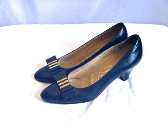 Designer Vintage Navy Leather Ferragamo Kitten Heels with Brass and Leather Vara Bow Clip Size 6 AAAA