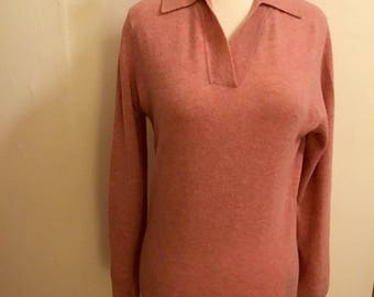 Rose pink lambs wool sweater with a collar