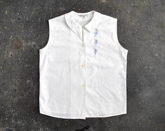 1960's sleeveless blouse. sailboats. 60 white cotton top. embroidered. s. Blue.
