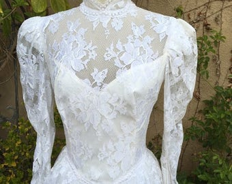 25% OFF SALE 1970s  1980s white lace peplum asymmetric victorian romantic wedding dress NOS size M