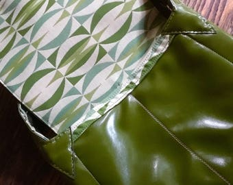 Green messenger bag with contrasting stitching
