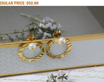 SALE - Gold Pearl Stud Earrings, Post Earrings, Pearl Bridal Earrings, Circle Stud Earrings, Unique Jewelry, Bridal Jewelry, Handmade