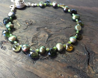 Green tourmaline bracelet with pearls and peridot clasp