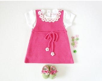 ON SALE A knitted baby dress with little flowers, fuchsia, little shoes. 100% cotton. Newborn. Item Unique.